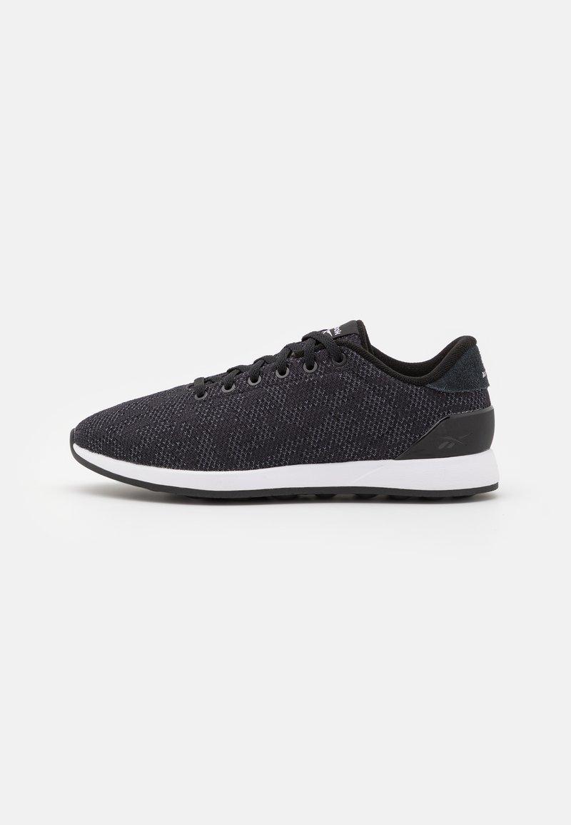 Reebok - EVER ROAD DMX 4.0 - Sportieve wandelschoenen - core black/footwear white