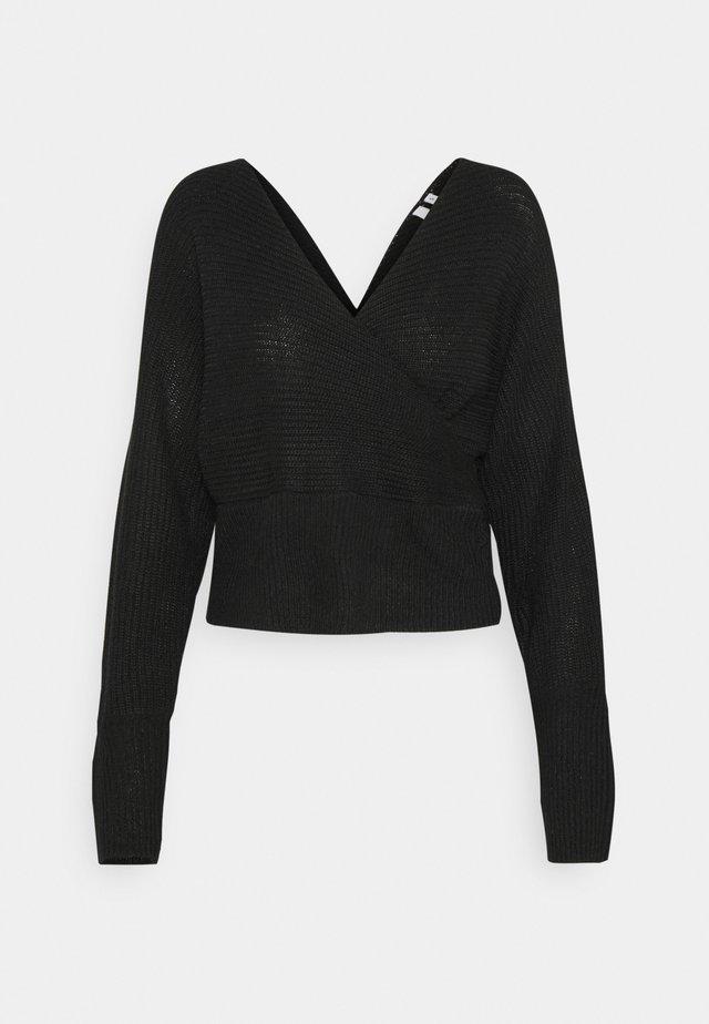 OFF SHOULDER WRAP - Sweter - black