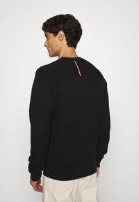 Tommy Hilfiger Tailored - DRIVING CREW NECK - Jumper - black - 2
