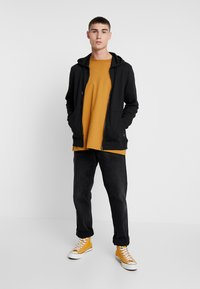 Only & Sons - ONSWINSTON ZIP HOODIE - Bluza rozpinana - black - 1