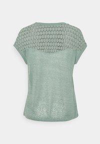 ONLY - ONLNEW MIX - Camiseta estampada - chinois green - 1