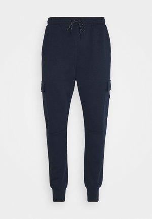 JJIGORDON JJAIR PANTS - Cargo trousers - navy blazer
