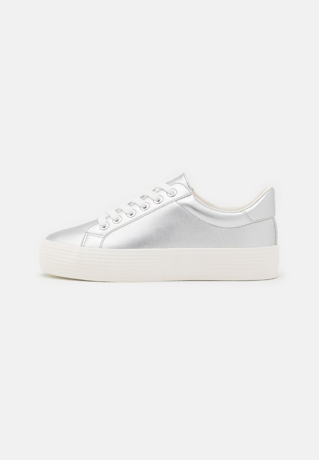 TRICKSTER DOUBLE SOLE TRAINER - Tenisky - silver