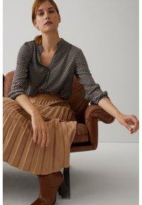 More & More - MINIMALPRINT - Button-down blouse - schwarz - 0