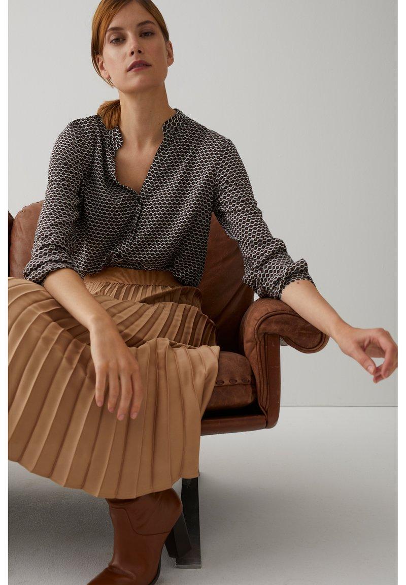 More & More - MINIMALPRINT - Button-down blouse - schwarz