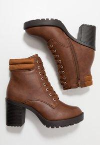 Anna Field Wide Fit - Kotníkové boty na platformě - cognac - 3