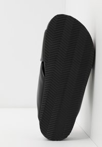 Monki - BELLA  - Sandaler - black - 6