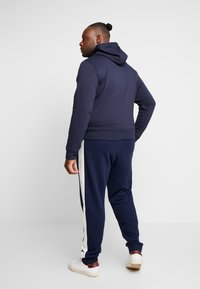 GANT - MEDIUM SHIELD HOODIE - Hoodie - evening blue - 2