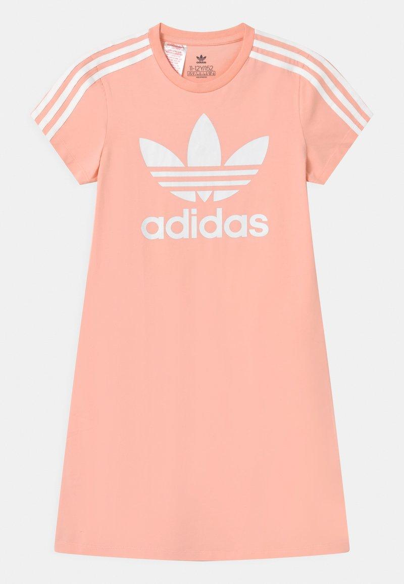 adidas Originals - SKATER DRESS - Robe en jersey - haze coral/white