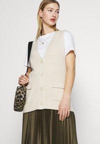 ONLY - ONLFLORELLE - Waistcoat - whitecap gray melange - 3