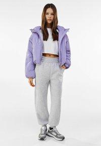 Bershka - MIT ABNEHMBAREN ÄRMELN  - Winter jacket - mauve - 1