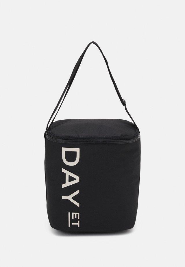 FIELDTRIP COOLER - Cestovní taška - black