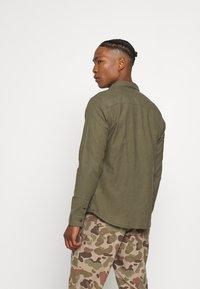 AllSaints - HUNGTINGDON SHIRT - Shirt - parlour green - 2