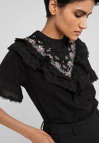 Needle & Thread - EMBELLISHED WREN RUFFLE TEE - T-Shirt print - ballet black - 5