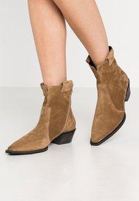 Kennel + Schmenger - MARY - Cowboy/biker ankle boot - wood - 0