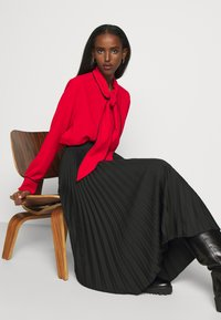 Mulberry - OTTILIE BLOUSE - Button-down blouse - bright red - 6