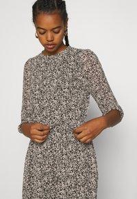 Vero Moda - VMSAFFRON DRESS - Denní šaty - black/white - 3