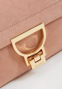 Coccinelle - MIGNON FLAT - Handbag - new pivoine - 5
