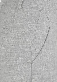Fiveunits - HOSE KYLIE CROP - Trousers - smoke teardrops - 3