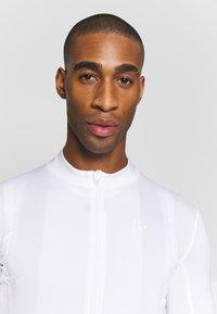 Craft - ESSENCE - T-shirt z nadrukiem - white - 3