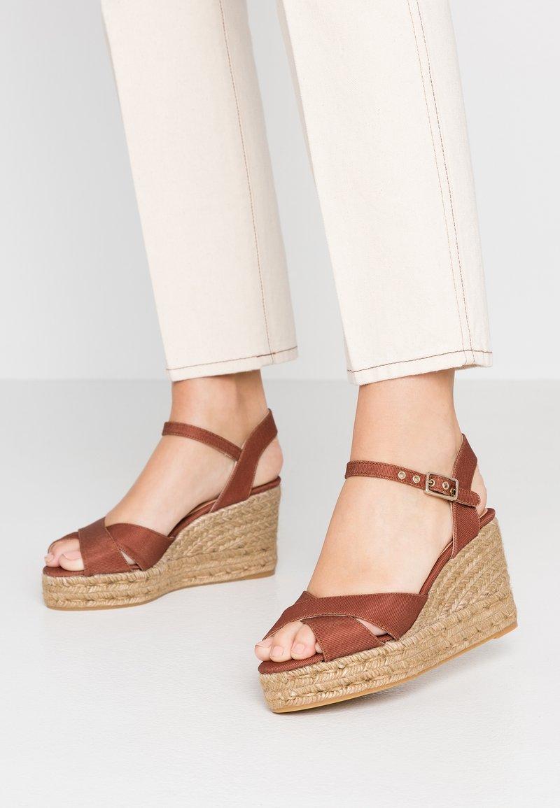 Castañer - BLAUDELL - Sandály na vysokém podpatku - marron