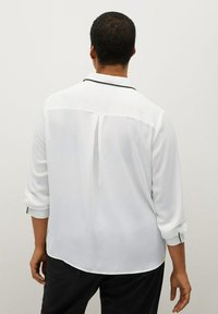 Violeta by Mango - PIPING - Button-down blouse - biały - 2