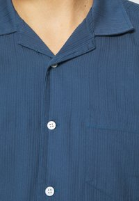 Far Afield - STACHIO SHIRT TEXTURED STRIPE - Shirt - ensign blue - 4