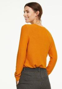 comma casual identity - Jumper - orange - 2