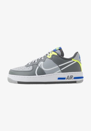 AIR FORCE 1 REACT - Joggesko - wolf grey/white/smoke grey/dark grey/volt/racer blue