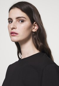 Maria Black - MEDUSA EAR CUFF - Kolczyki - gold-coloured - 1