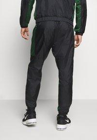 Nike Performance - NBA MILWAUKEE BUCKS TRACKSUIT SET - Tepláková souprava - black/fir - 4