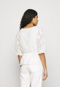 Dorothy Perkins - APRICOT BRODERIE HEM - T-shirts med print - ivory - 2