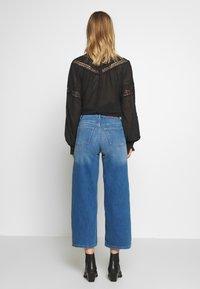 ONLY - ONLMADISON CROP - Jean bootcut - dark blue denim - 2