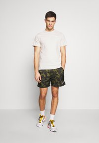 Nike Sportswear - CLUB TEE - T-shirt - bas - light bone/(white) - 1