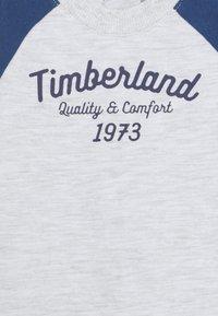 Timberland - BABY SET - Tracksuit bottoms - light gray china - 3