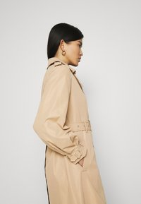 Guess - PEGGY  - Trenchcoat - light sandalwood - 5