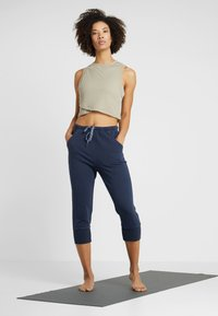 Free People - FP MOVEMENT COUNTERPUNCH CROPPED JOGGER - Tracksuit bottoms - navy - 1