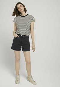 TOM TAILOR DENIM - WITH CONTRAST NECK - Print T-shirt - white - 1