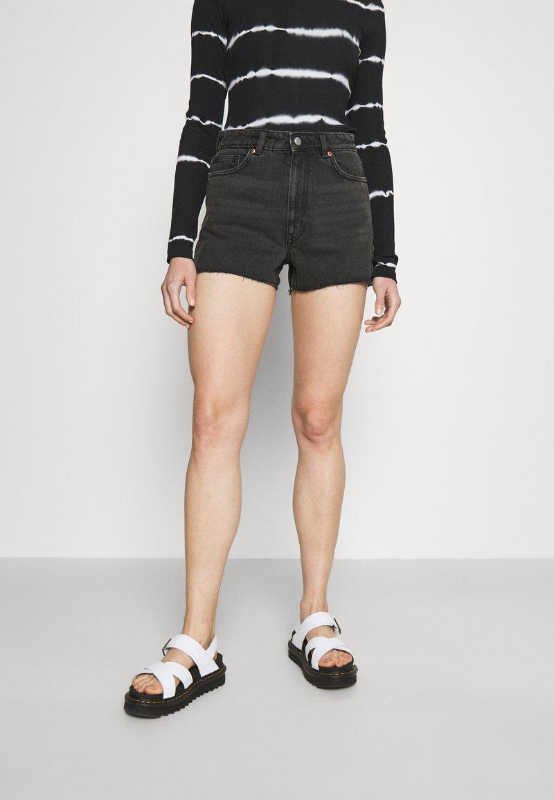 Monki - Denim shorts - black dark