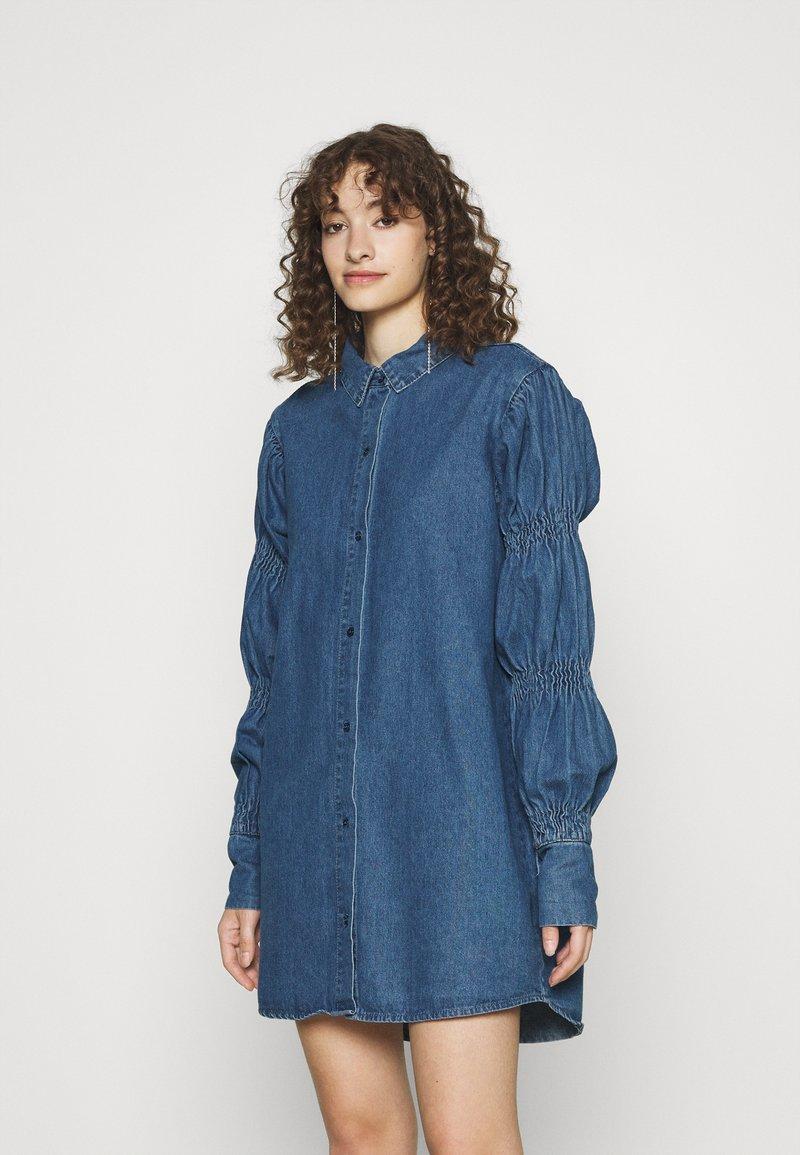 Missguided - ELASTICATED PUFF SLEEVE DRESS - Dongerikjole - blue