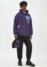 PULL&BEAR - Felpa con cappuccio - mottled purple - 1
