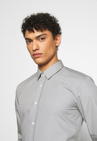 HUGO - ELISHA - Formal shirt - grey - 3