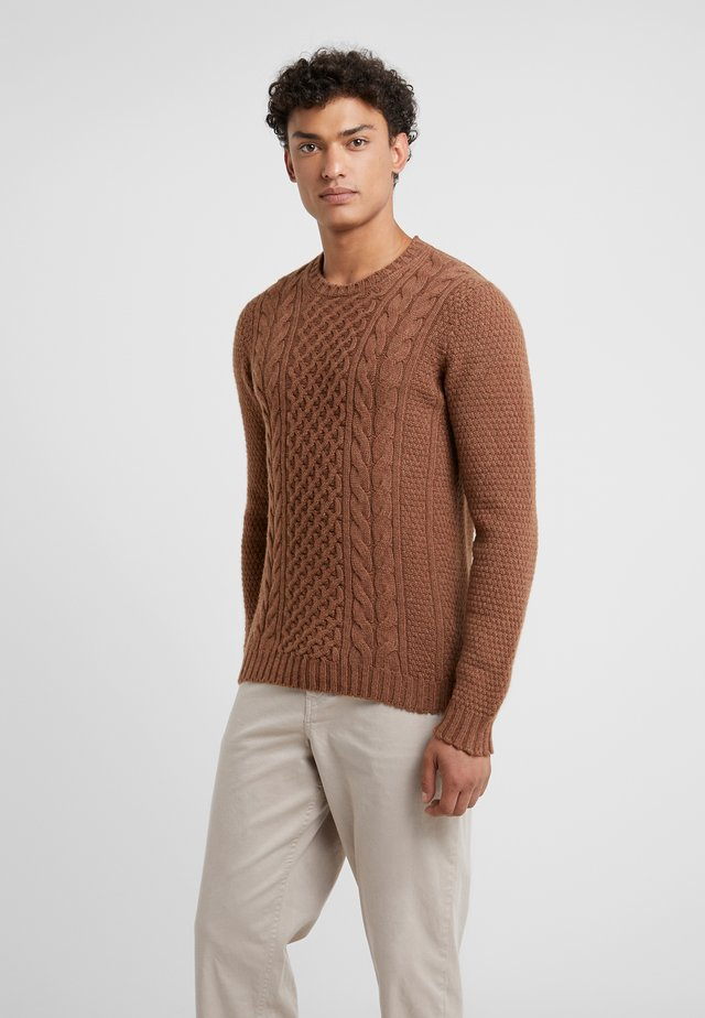 CREW NECK - Strikkegenser - brown