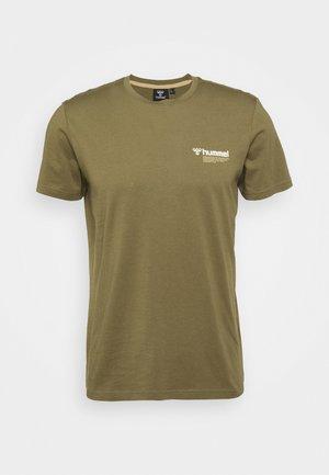 HMLKIRBY - T-shirt imprimé - burnt olive