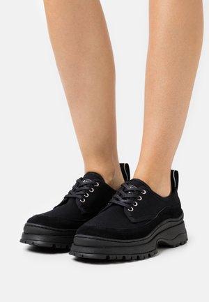 TRIP - Šněrovací boty - black