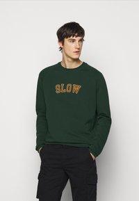 forét - MUTE  - Sweatshirt - dark green - 0