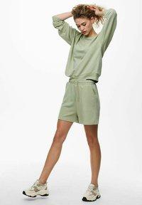 ONLY - Shorts - desert sage - 1