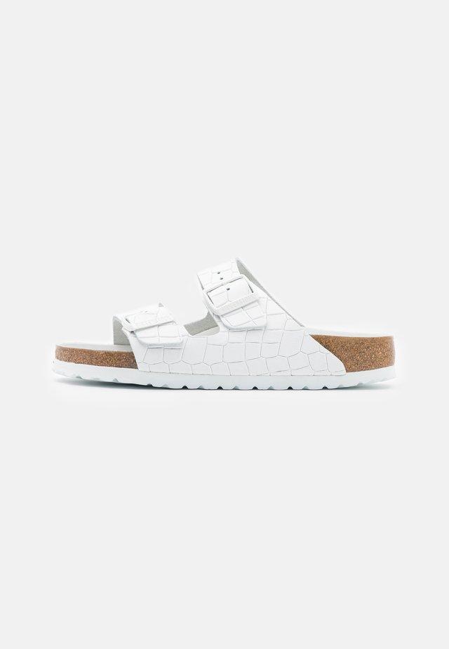 ARIZONA MONO CROC - Pantofle - white