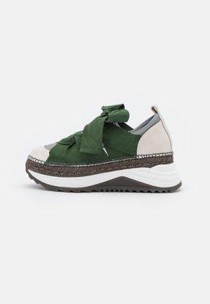 Sneakers - verde