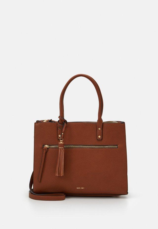NETTY - Håndtasker - cognac
